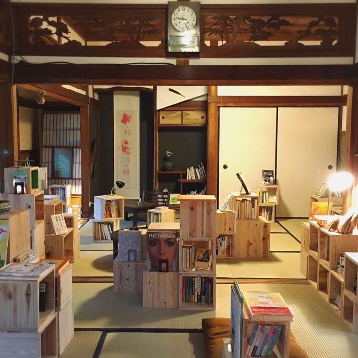 泊まれる図書館「暁」内観