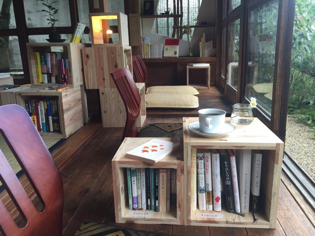 泊まれる図書館のカフェタイム