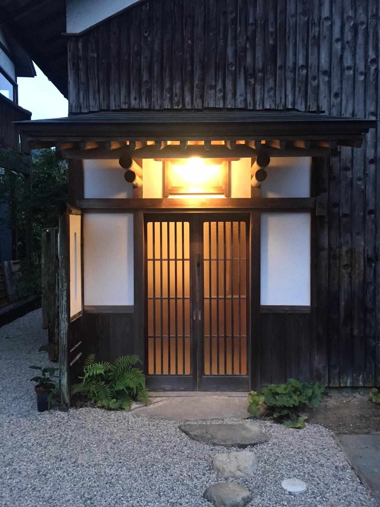 泊まれる図書館「暁」玄関