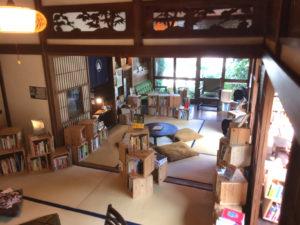 泊まれる図書館「暁」の館内