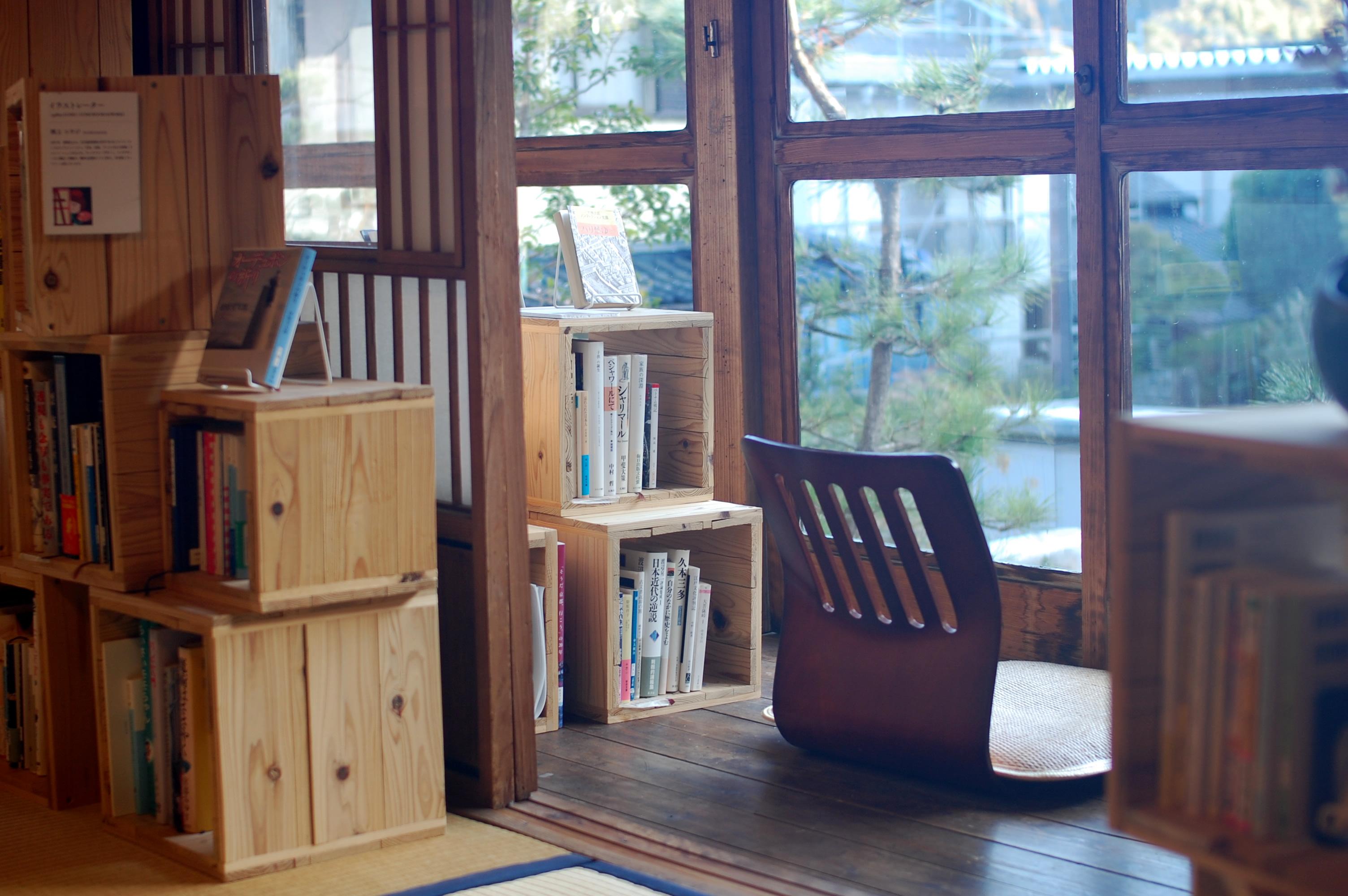 泊まれる図書館「暁」